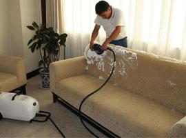 Как провести химчистку дивана своими руками